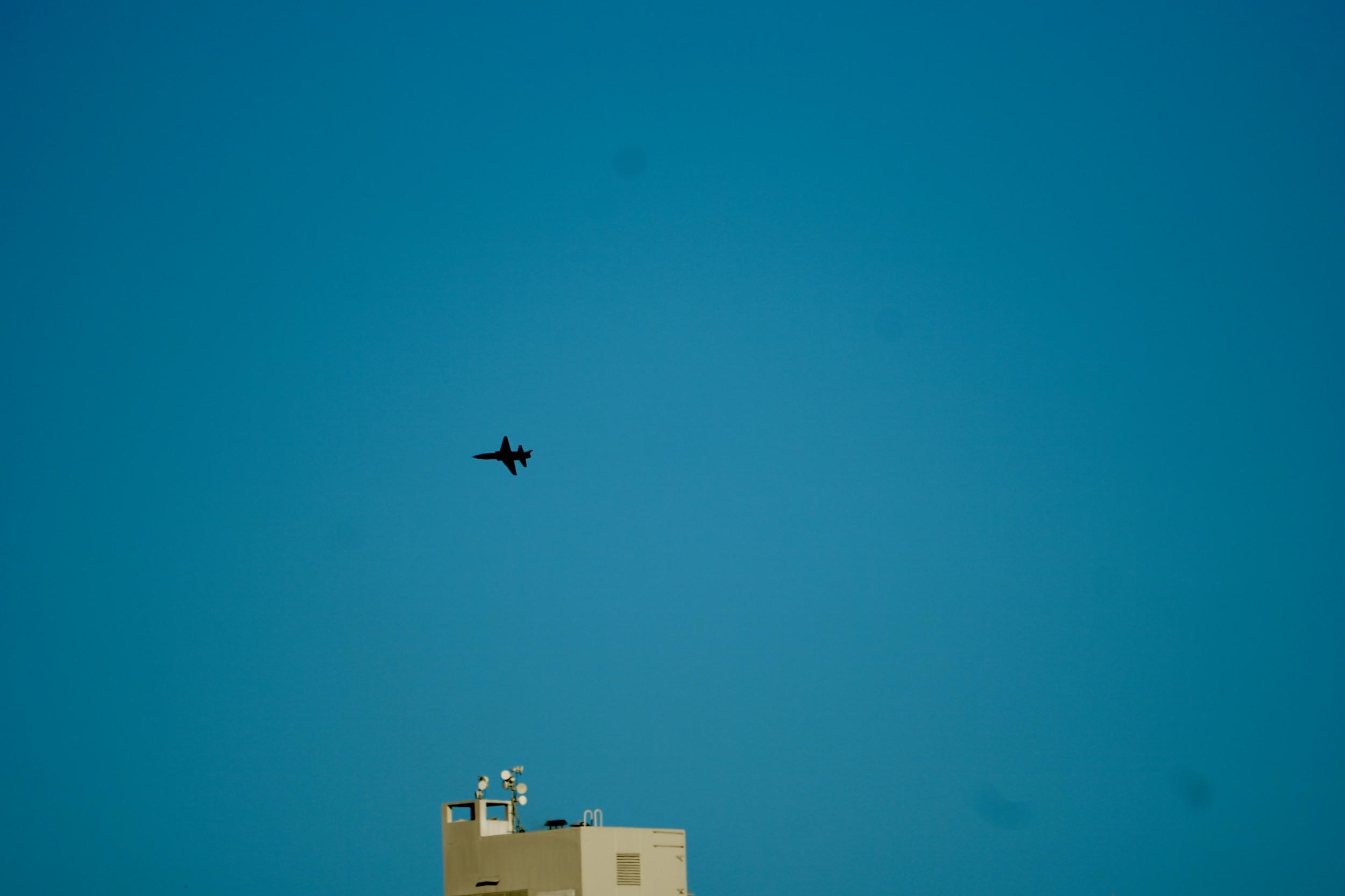 Talon T-38 flies over San Francisco